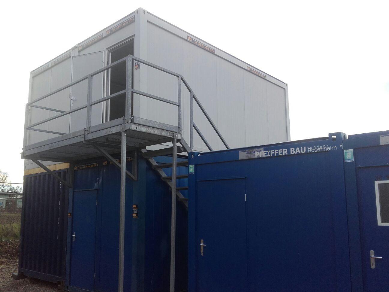 Containeranlage mit Treppe