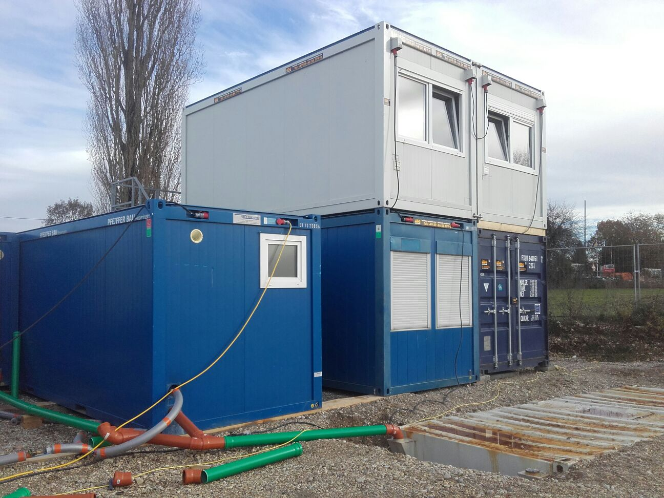 container-gestapelt