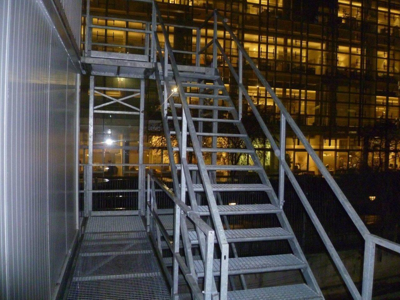 treppencontainer-muenchen-baucontainer-bild-treppe